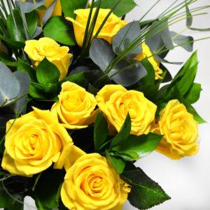 Mπουκέτο με κίτρινα τριαντάφυλλα