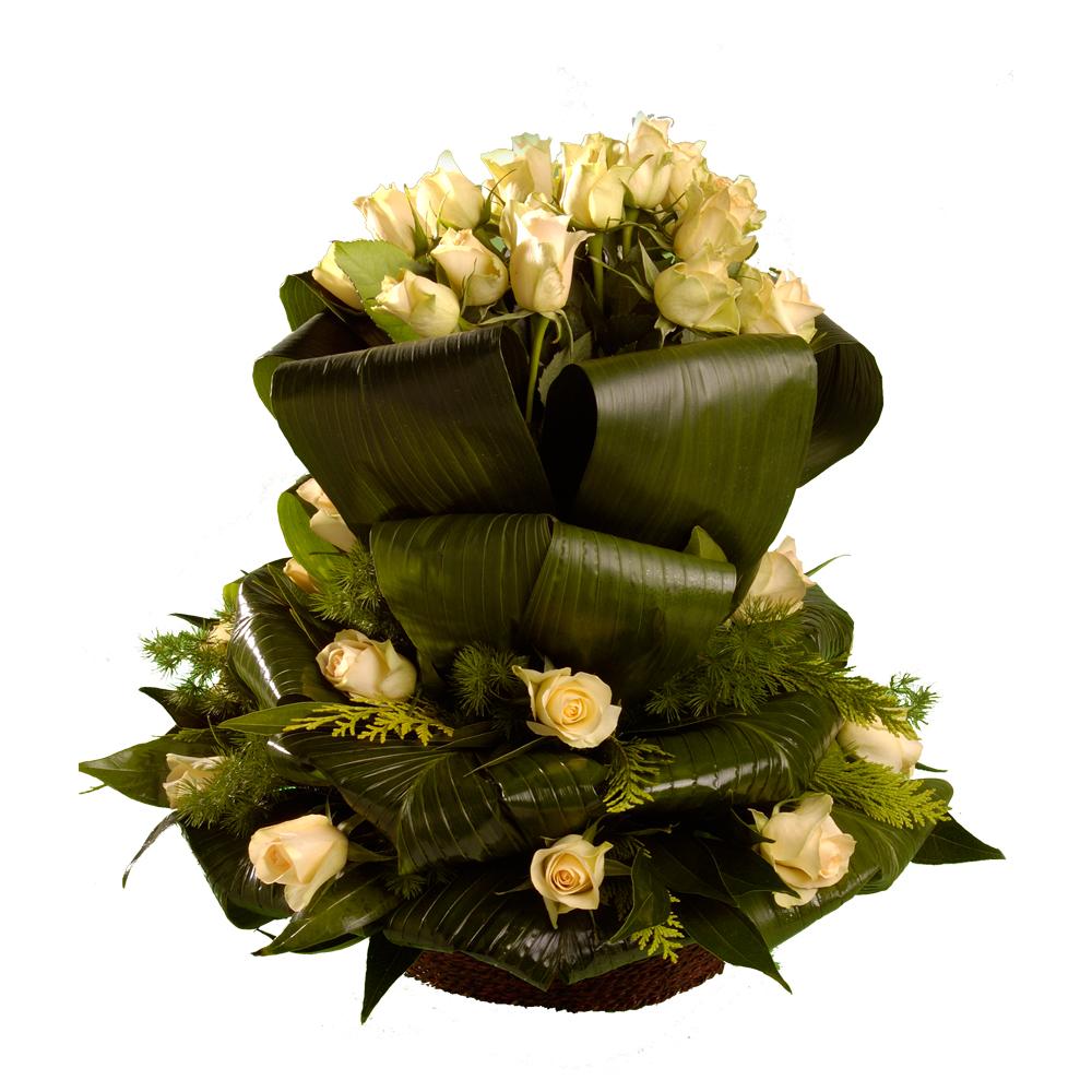 Σύνθεση με τριαντάφυλλα και φυλλώματα