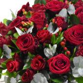 Καλάθι με κόκκινα τριαντάφυλλα 2