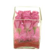 Γυάλα με ροζ τριαντάφυλλα