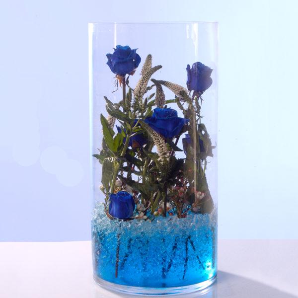 Γυάλα με μπλε τριαντάφυλλα