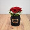 Μαύρο κουτί με τριαντάφυλλα
