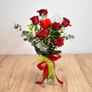 Βάζο με τριαντάφυλλα