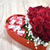 Καρδιά με τριαντάφυλλα και σοκολάτες