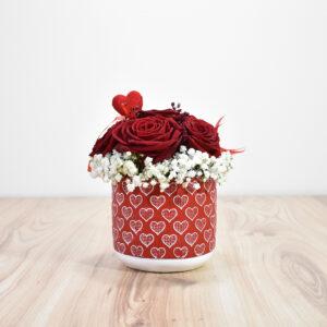 Σύνθεση με τριαντάφυλλα σε κεραμικό ποτ